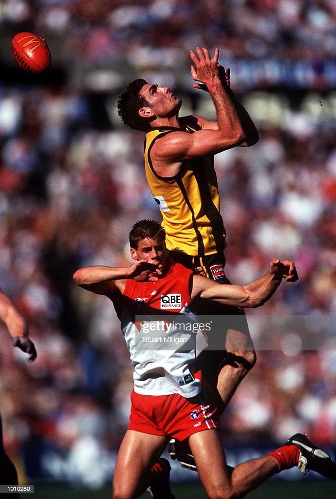 Nick Holland,#2 , for Hawthorn drops a mark, as Jason Saddington,#22 for the Sydney Swans is pushed away from the ball during the round 22 Australian Football League match between Hawthorn and Sydney played at Waverley Park, Melbourne, Australia. Hawthorn defeated Sydney by eighty five points. Mandatory Credit: Stuart Milligan/ALLSPORT