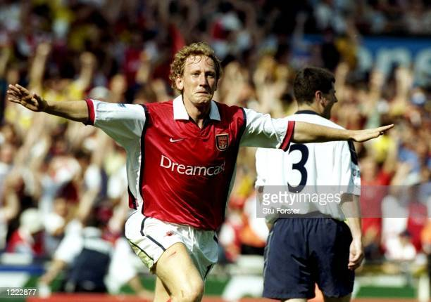 Ray Parlour of Arsenal celebrates his goal during the FA Charity Shield match against Manchester United played at Wembley Stadium in London, England....