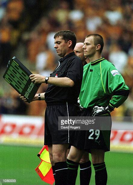 Chris Stringer of Wednesday replaces Kevin Pressman during the match between Wolverhampton Wanderers and Sheffield Wednesday in the Nationwide...