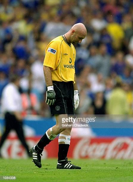 Fabien Barthez of Manchester United hangs his head during the Charity Shield against Chelsea at Wembley Stadium in London Chelsea won the match 20...