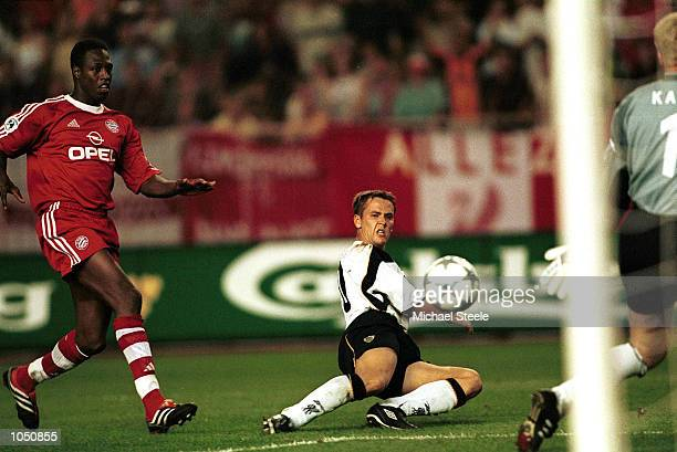 Michael Owen of Liverpool scores Liverpool's third goal during the UEFA Super Cup match between Liverpool and Bayern Munich at Stade Louis II Monaco...