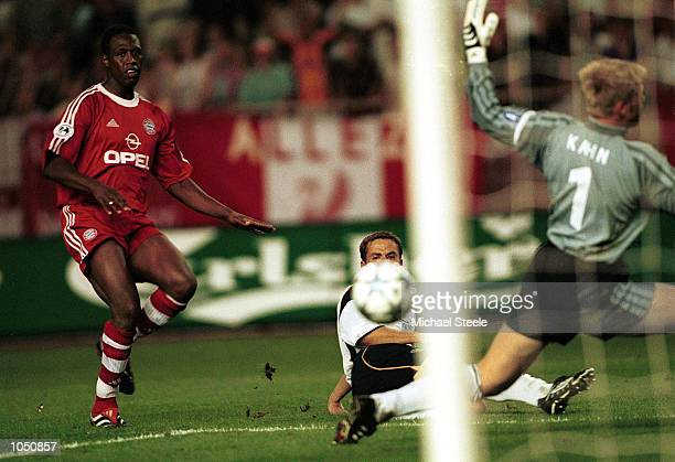 Michael Owen of Liverpool watches the ball go into the net past goalkeeper Oliver Kahn of Bayern during the UEFA Super Cup match between Liverpool...