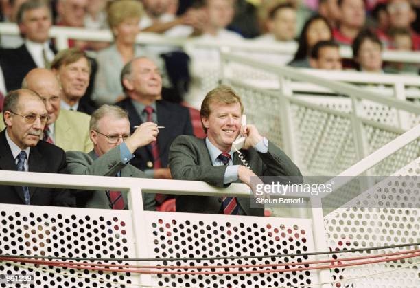 Middlesbrough manager Steve McClaren on the phone during the FA Barclaycard Premiership match against Arsenal at the Riverside Stadium in...