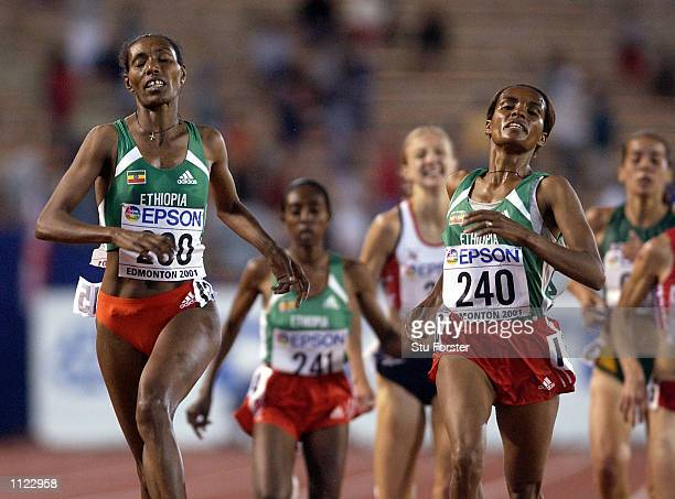 Paula Radcliffe of Great Britain runs behind Derartu Tulu and Berhane Adere of Ethiopia in the women's 10000m final during the fifth day of the 8th...