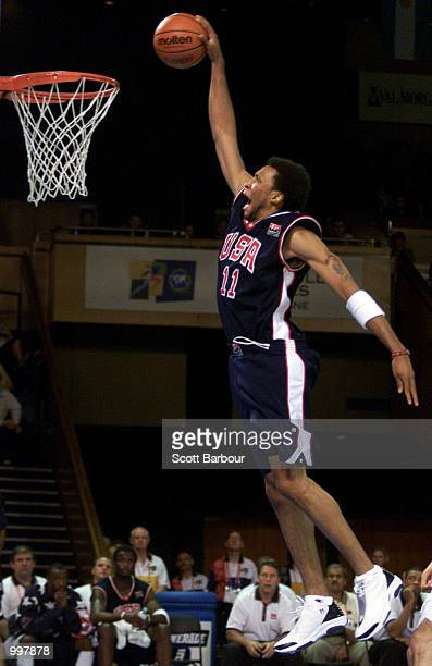 Shawn Marion of USA dunks during the USA v Argentina Final in the Mens Basketball held at the Brisbane Convention and Exhibition Centre at the...