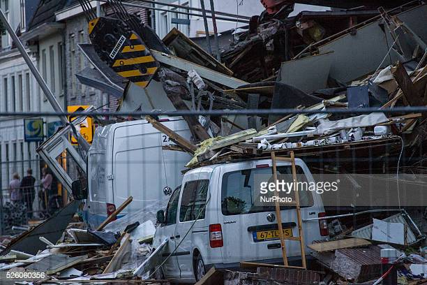 Aug 6 2015 Two large cranes carrying a part of a bridge weighing 190 tons slid of a pontoon and crashed into several houses along the canal The...