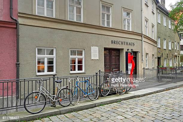 augsburg, brechthaus, auf dem raim street - augsburg zwaben stockfoto's en -beelden
