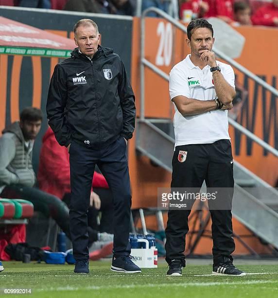 Augsburg Deutschland Bundesliga 3 Spieltag FC Augsburg 1 FSV Mainz 05 vl Geschaeftsfuehrer Sport Stefan Reuter Cheftrainer Dirk Schuster