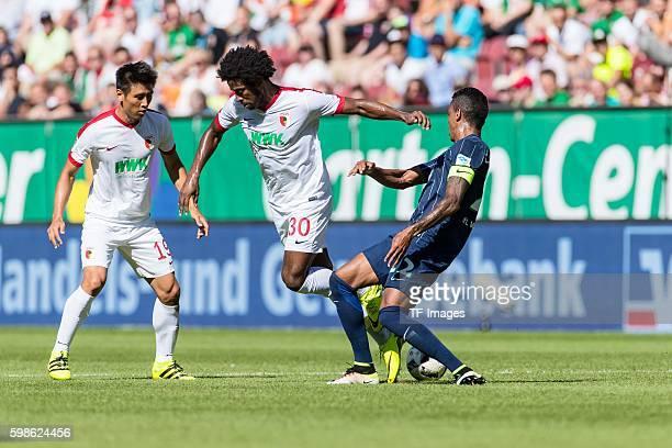 Augsburg Deutschland Bundesliga FC Augsburg VfL Wolfsburg Caiuby Francisco da Silva gegen Luiz Gustavo