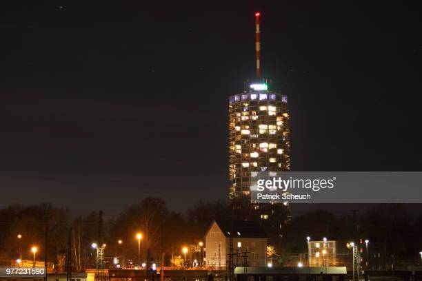 augsburger hotelturm bei nacht - nacht stock pictures, royalty-free photos & images