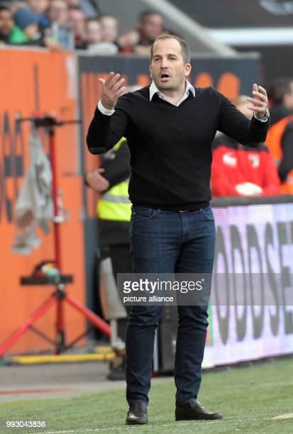 Augsburg's coach Manuel Baum gestures during the German Bundesliga soccer match between FC Augsburg and Bayer Leverkusen in Augsburg, Germany, 04...
