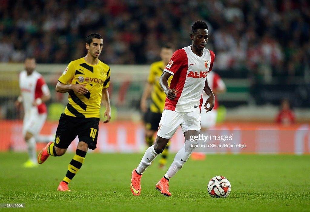 FC Augsburg v Borussia Dortmund - Bundesliga For DFL : Nieuwsfoto's
