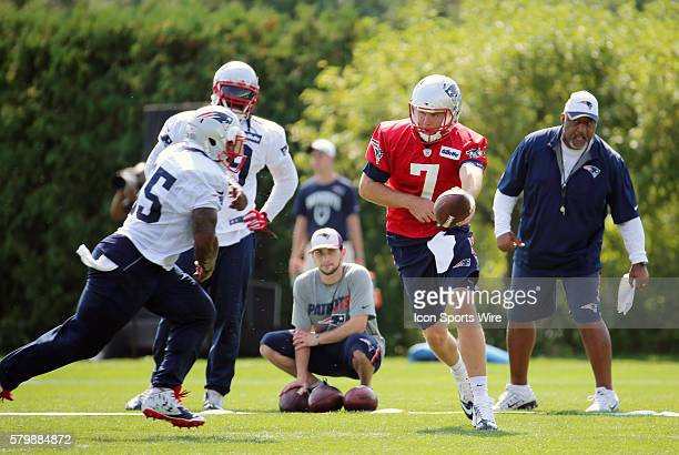 New England Patriots quarterback Ryan Lindley hands off to New England Patriots running back Jonas Gray during New England Patriots training camp