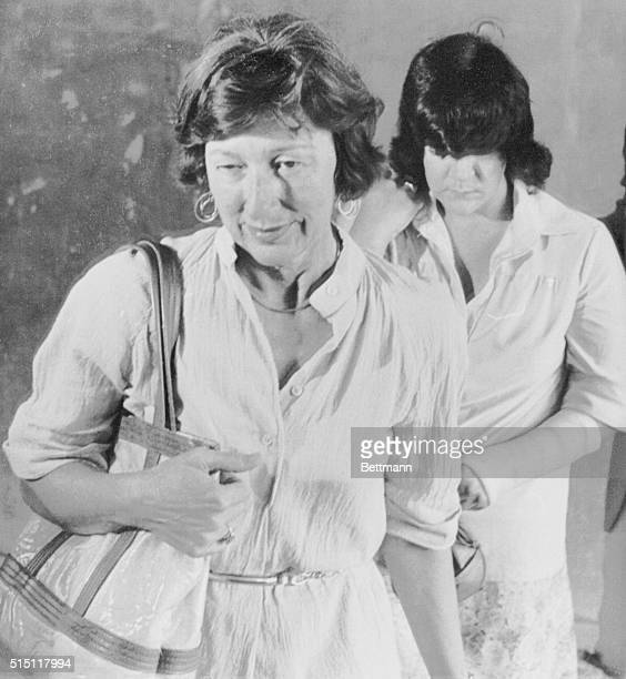 August 16 1979 Raleigh North Carolina Helena Stoeckley is escorted by an unidentified deputy US Marshal into the US District Courthouse in Raleigh...
