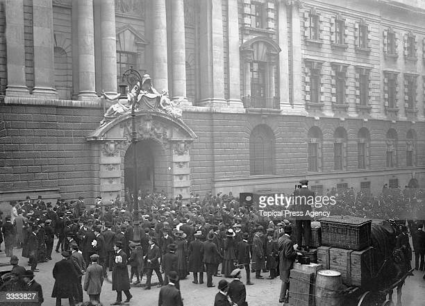 Crowds gather outside the Old Bailey law court during the trial of Dr Hawley Harvey Crippen who murdered his second wife Belle Elmore at their home...