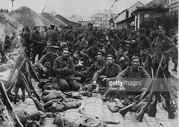 British soldiers newly arrived in France preparing to go to the lines