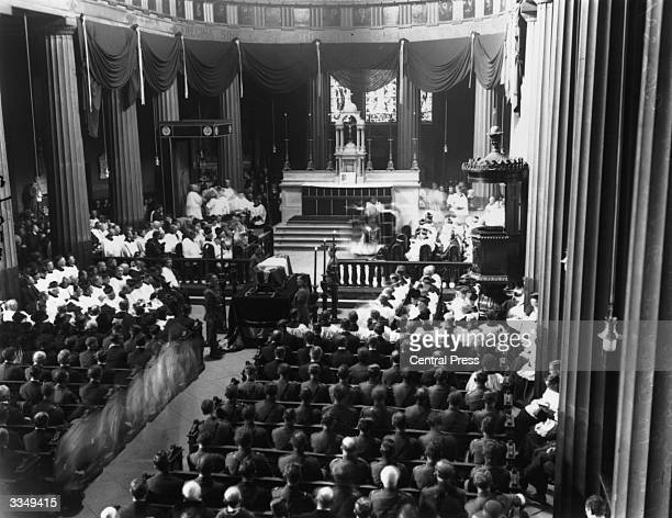 The funeral mass of the Irish soldier, politician and Sinn Fein leader Michael Collins at the pro-cathedral in Dublin. Collins was killed by...
