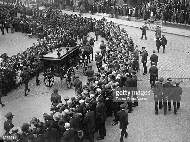The funeral of Irish nationalist leader journalist and founder of Sinn Fein Arthur Griffith In 1921 he lead a delegation to London to negotiate the...