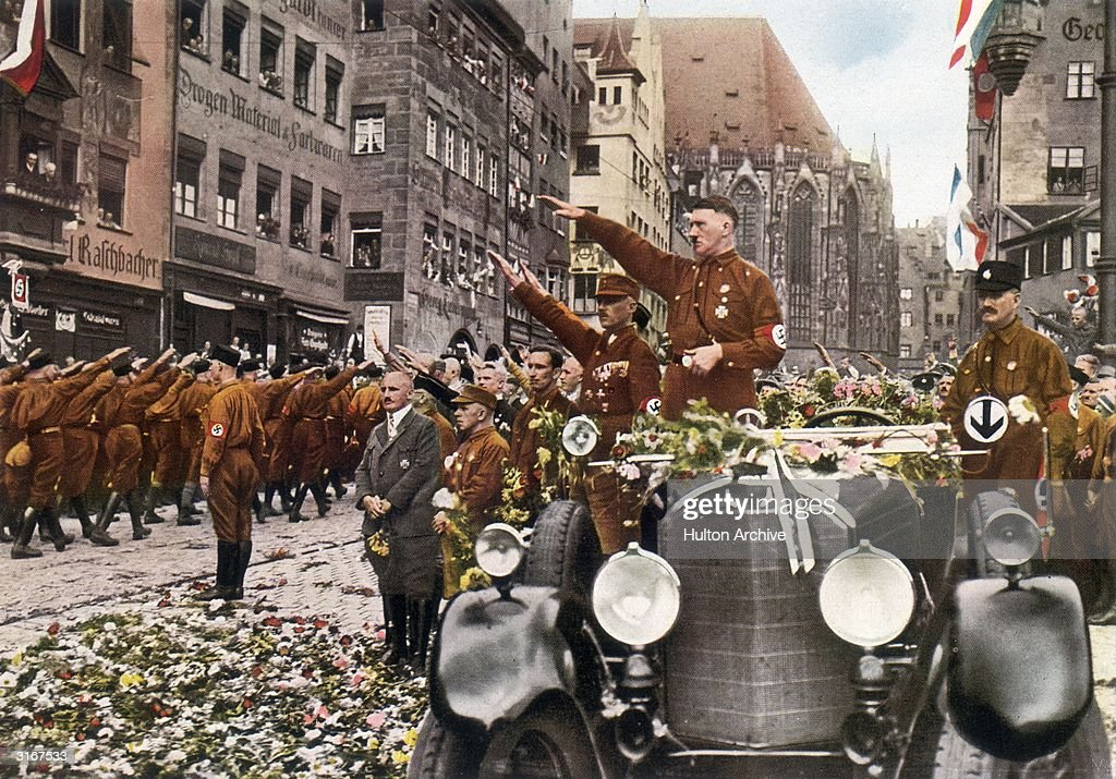 Saluting Hitler : News Photo