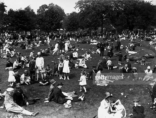 Crowds enjoy picnics during a visit to the zoo on the August Bank Holiday