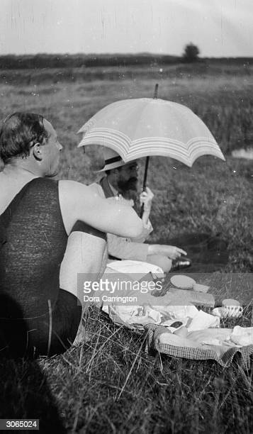 Ralph Partridge and Lytton Strachey part of the 'Bloomsbury Group' circle of friends picnic at a favourite place by the River Kennet close to Ham...