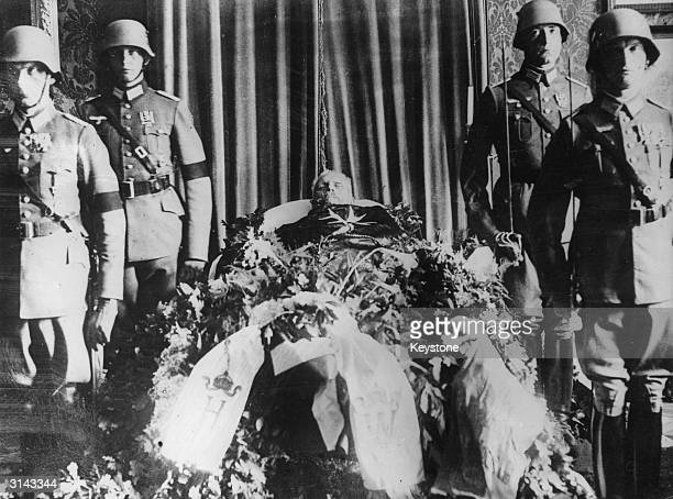 The body of German president Paul von Hindenburg lyinginstate at his country house in Neudeck Prussia guarded by Reichswehr soldiers