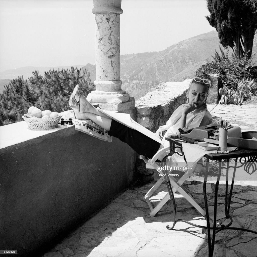 Gloria Swanson : News Photo