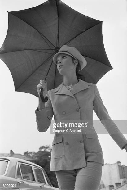Italian actress Elsa Martinelli in England for the filming of 'Maroc 7', directed by Gerry O'Hara.