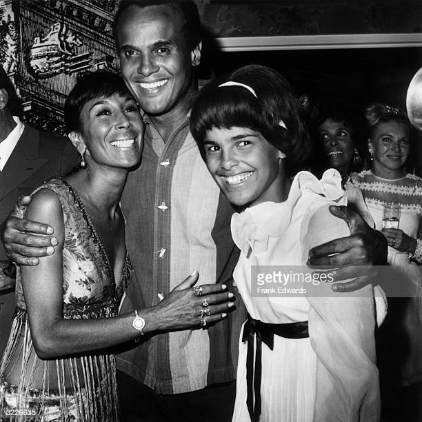 American actor and singer Harry Belafonte with wife dancer Julie Robinson and oldest daughter Shari at the 'Lena HorneHarry Belafonte' opening at...