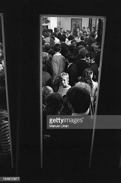 August 1969, Annie FARGUE, producer of the musical 'Hair' among the spectators who came to the representation at the Theatre de la Porte Saint-Martin.