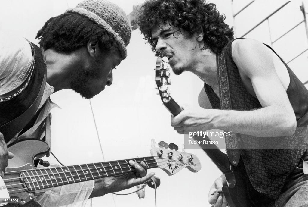 Dueling Guitars : News Photo