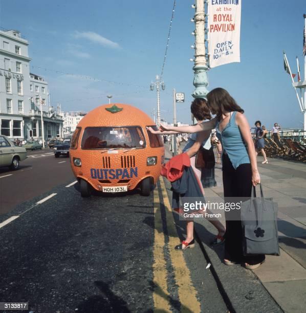 A large motorised clockwork orange advertising 'Outspan' South African oranges