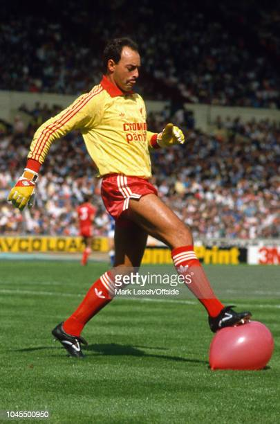 16 August 1986 FA Charity Shield Liverpool v Everton Bruce Grobbelaar of Liverpool pops a balloon with his studs