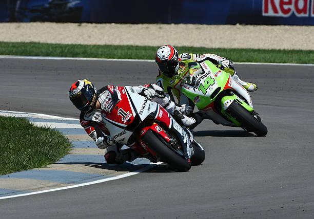 august-2011-moto-gp-yamaha-factory-racing-rider-jorge-lorenzo-leads-picture-id578689180?k=6&m=578689180&s=612x612&w=0&h=P5hNibzsZToqRRHvbbEdCxvRW0MV9HG-O8KK9ksMXPg=