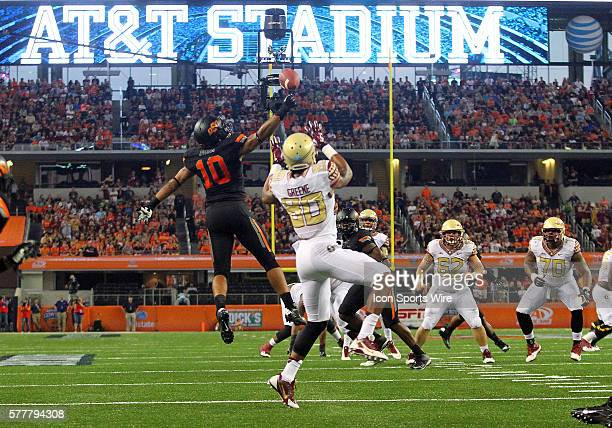 Florida State Seminoles linebacker EJ Levenberry tips the ball in front of Florida State Seminoles wide receiver Rashad Greene during the football...