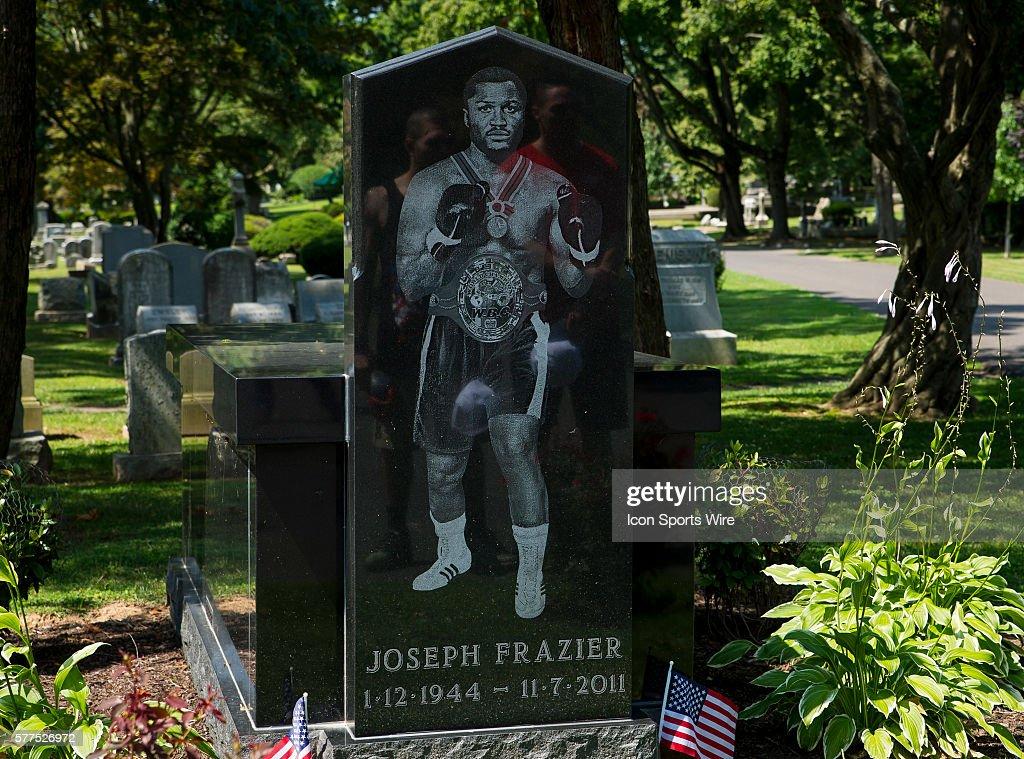 BOXING: AUG 05 Joseph Parker Visits Smokin' Joe Frazier's Tomb : News Photo