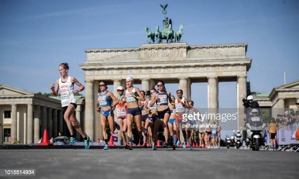 August 2018, Germany, Berlin: Athletics, European Championships in the Olympic Stadium, Marathon, Women: The athletes move past the Brandenburg Gate....