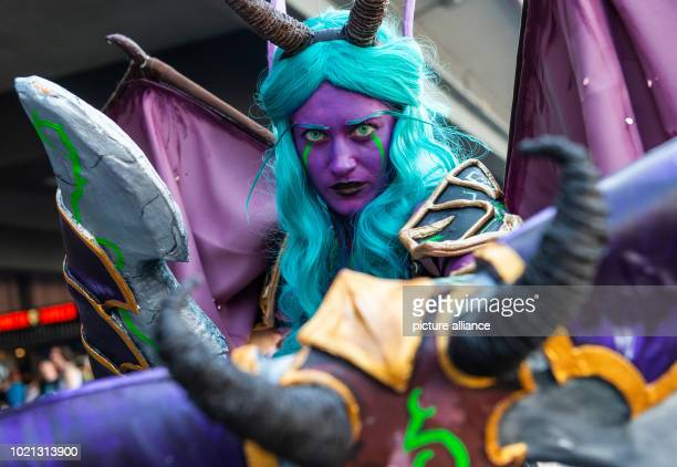 """August 2018, Germany, Cologne: A cosplayer dressed up as a demon hunter from the video game """"World of Warcraft"""" at Gamescom 2018. For the tenth time,..."""