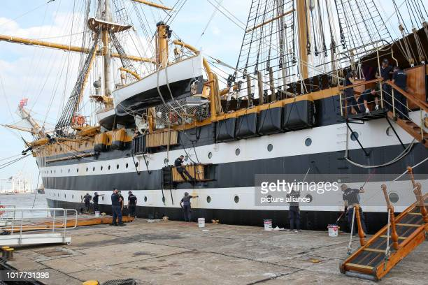 The Italian sailing training ship 'Amerigo Vespucci' is painted by crew members immediately after the ship has moored at the Überseebrücke in the...