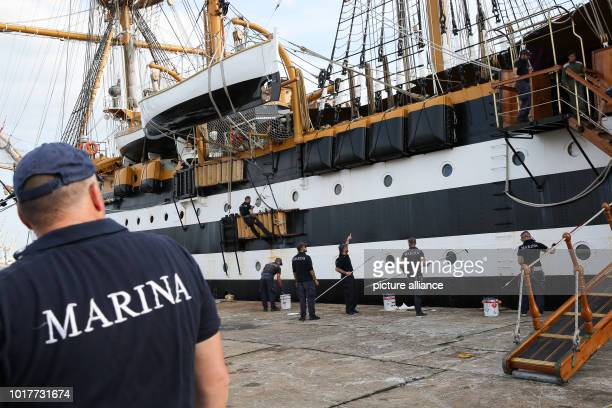 The Italian sailing training ship Amerigo Vespucci is painted by crew members immediately after the ship has moored at the Überseebrücke in the...
