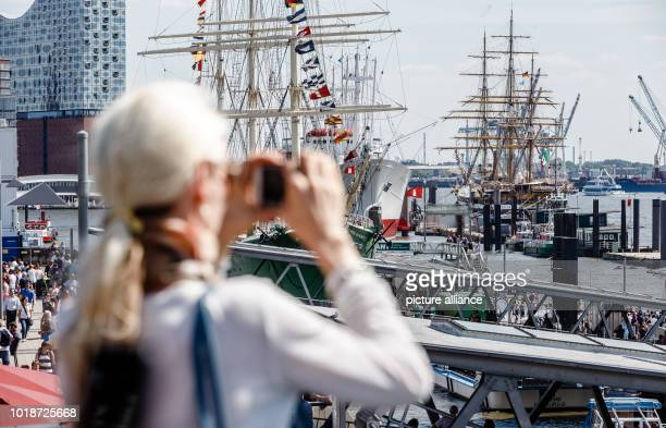The museum ships Rickmer Rickmers and Cap San Diego as well as the Italian sailing training ship Amerigo Vespucci form an impressive maritime display...