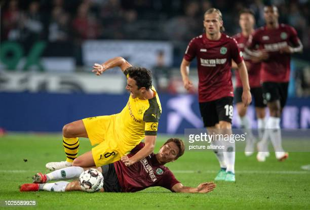 Soccer Bundesliga Hanover 96 Borussia Dortmund 2nd matchday in the HDIArena Hanover's Takuma Asano will play Dortmund's Thomas Delaney Photo Swen...