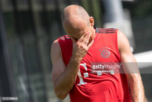 August 2018, Germany, Rottach-Egern: Arjen Robben from FC Bayern Munich squinting during training. The club is located for a one-week training camp...
