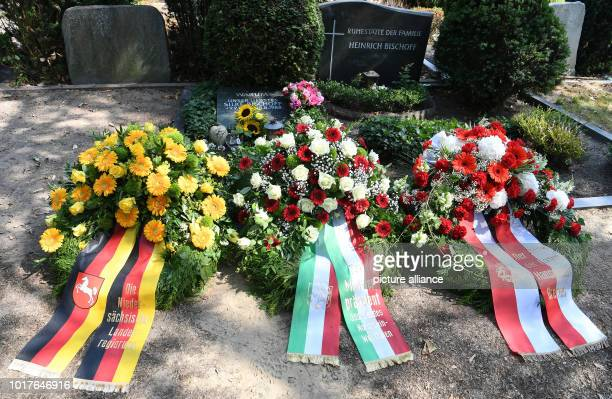 Wreaths of the state governments of Lower Saxony North RhineWestphalia and Bremen lie in front of the grave of the killed Silke Bischoff at the...