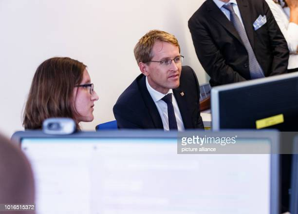 Daniel Guenther Miniserpräsident SchleswigHolstein informs himself about concepts of internetbased learning in the oncampusinstitute with project...