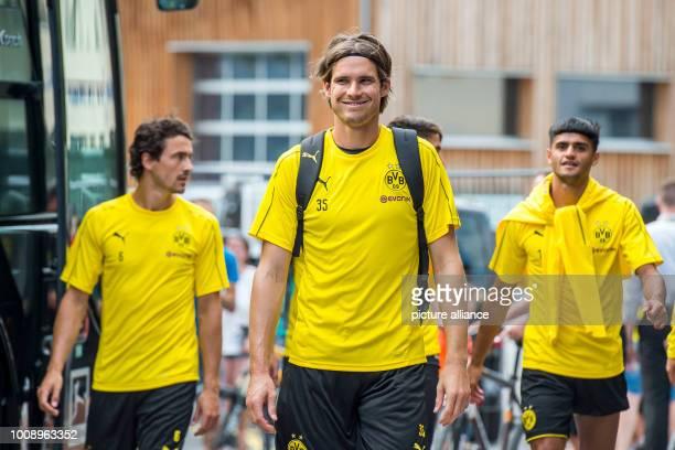 August 2018, Switzerland, Bad Ragaz: Soccer, training camp Borussia Dortmund: Dortmund's goalkeeper Marwin Hitz enters the training grounds. Photo:...