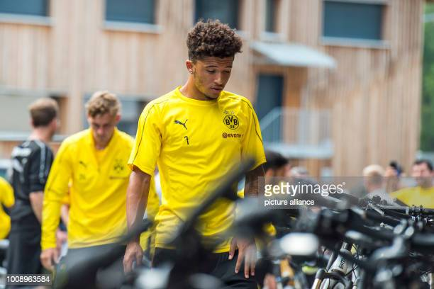 August 2018, Switzerland, Bad Ragaz: Soccer, training camp Borussia Dortmund: Dortmund's Jadon Sancho enters the training area and goes to the bikes....