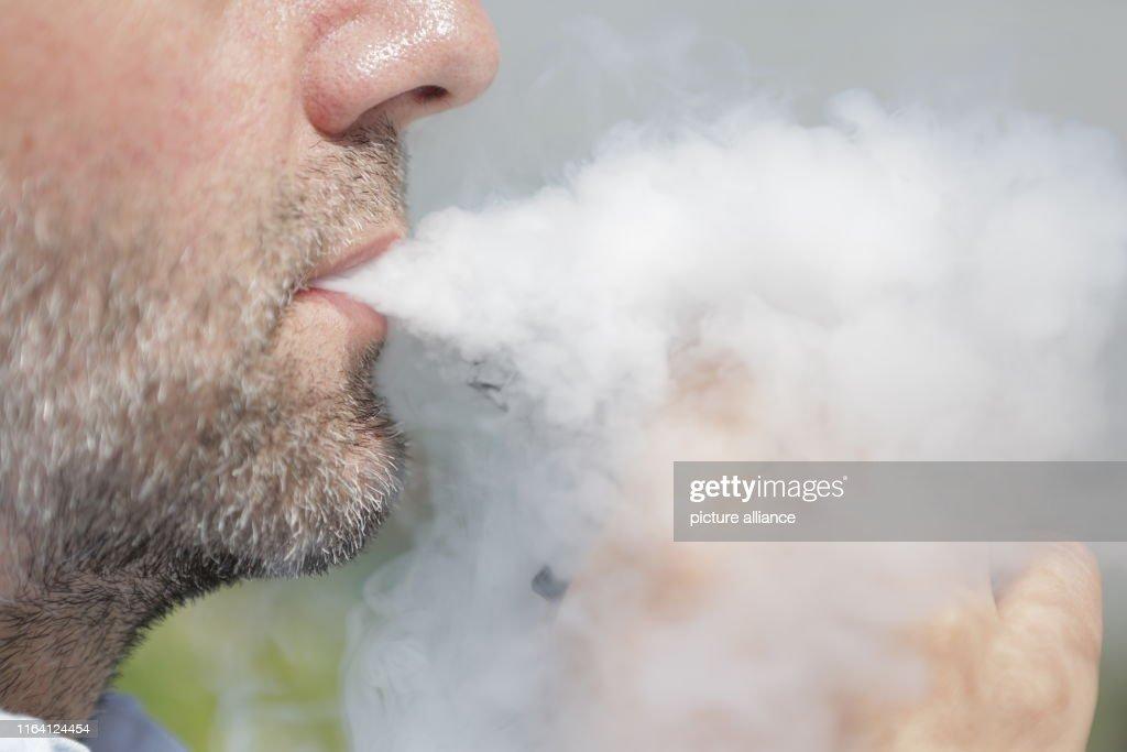 E-cigarette : News Photo
