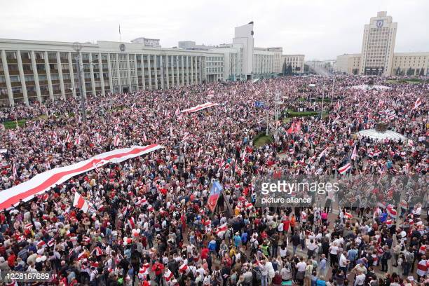 August 2020, Belarus, Minsk: Thousands of people gather for a protest on Independence Square. The demonstrators are taking to the streets in the...