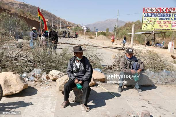 August 2020, Bolivia, Cochabamba: Demonstrators blockade Avenida Petrolera near Cochabamba to ensure that the election date of September 6 is met....